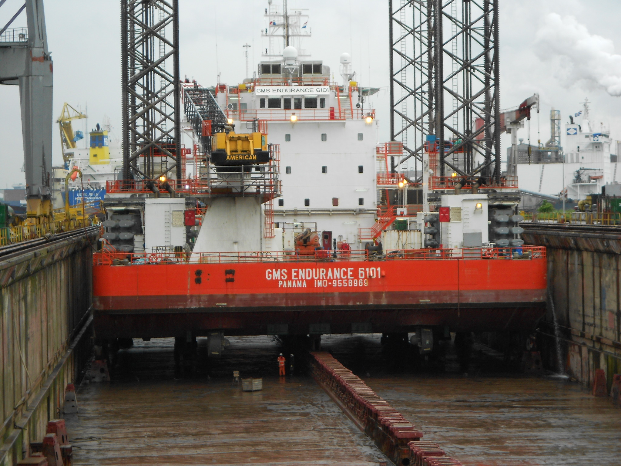Rig docking in Holland